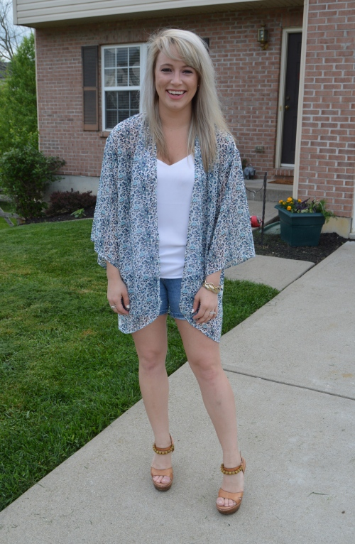 Kimono: H&M, Tank: Express, Shorts: Old Navy, Heels: Ugg